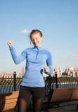 Sport e forma fisica Funzionamento della donna Fotografie Stock Libere da Diritti