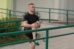 Sport ed allungamento di forma fisica di esercizio del giovane Fotografie Stock