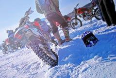 sport ekstremalny Motocykliści w zimie na drodze zdjęcie royalty free