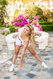 Sport en levensstijlconcept - vrouw die sporten in openlucht doen Royalty-vrije Stock Afbeelding