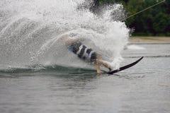 Sport för vattenskidåkning på en sjö Royaltyfria Bilder