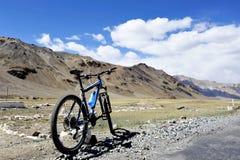 Sport-Fahrradreiten bei Manali Lizenzfreies Stockbild
