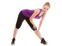 sport Fille flexible de forme physique faisant étirant l'exercice photos libres de droits
