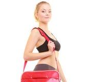 sport Fille sportive de forme physique dans les vêtements de sport avec le sac de gymnase photographie stock