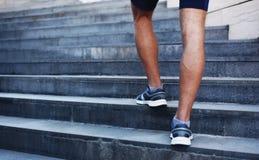 Sport, fitness en gezond levensstijlconcept - mens het lopen Stock Afbeelding