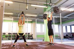 Man and woman with weights exercising in gym Royalty Free Stock Photography