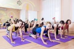 Sport, forme physique, concepts sains de mode de vie Groupe de Caucasain W Photos stock