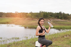 Sport and health lifestyle - young woman with bottle of drinking Royalty Free Stock Photos
