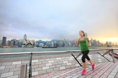 Sport kobieta jogging w Hong Kong miasta ćwiczyć Obrazy Royalty Free