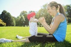 Sport kobieta na zewnątrz dziecka Obraz Stock