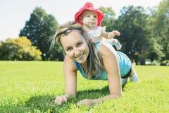 Sport kobieta na zewnątrz dziecka Fotografia Royalty Free