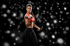 sport Kobieta sporta ciała silny i piękny zimy pojęcie z zdjęcie royalty free