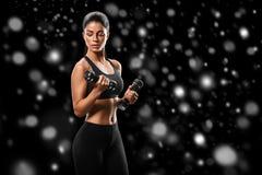 sport Kobieta sporta ciała silny i piękny zimy pojęcie z fotografia royalty free