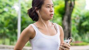 Sport kobiety bieg w ulica parka miasta miastowym tle Zdjęcia Stock