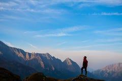 Sport kobiety na wierzchołku góra Obrazy Stock