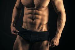 sport kondition, bodybuilding Torso med sex packe, ab i sexig underkläder Fotografering för Bildbyråer