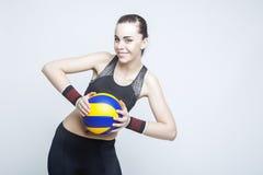 Sport och konditionbegrepp och idéer Yrkesmässig kvinnlig volleybollspelare Royaltyfri Bild