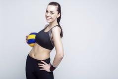 Sport och konditionbegrepp och idéer Yrkesmässig kvinnlig volleybollspelare Arkivbild