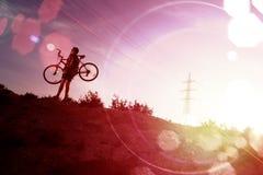 Sport och livsstil Mountainbike- och landskapbakgrund Fotografering för Bildbyråer