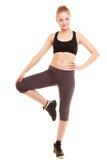 sport ragazza bionda sportiva di forma fisica che allunga gamba isolata Fotografie Stock Libere da Diritti