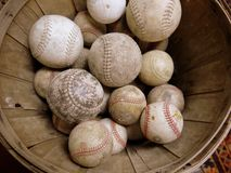 Sport : ramassage de base-ball de cru photo libre de droits
