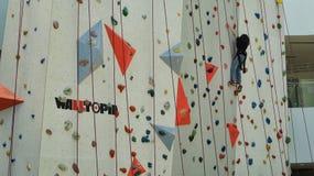 Sport rampicanti della parete dell'interno Immagine Stock