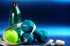 Sport rzeczy przeciw błękitnemu tłu Fotografia Stock