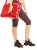 sport Sac rouge de gymnase de fille sportive de forme physique dans les vêtements de sport Image libre de droits