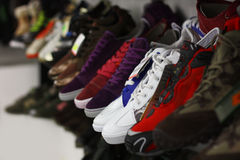 Sport shoes in multiple colors on a shop shelf Royalty Free Stock Photography