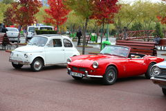 Sport-Spinne Fiats 500 und Fiats 124 Lizenzfreies Stockbild
