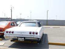 Sport superbe convertible blanc de Chevrolet Impala, Lima Photos libres de droits