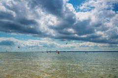 Sport, surfing och kitesurfing Arkivbilder