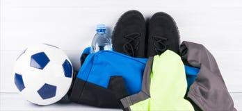 Sport torby futbolista z rzeczami dla trenować obrazy stock