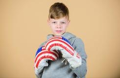 sport uderzać pięścią nokaut Dzieciństwo aktywność Sprawności fizycznej dieta energetyczni zdrowie trening mały chłopiec bokser S fotografia stock
