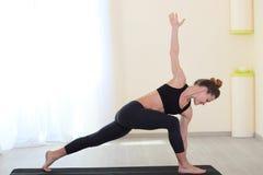 Sport und dünnes Frauentrainieren Stockfotos