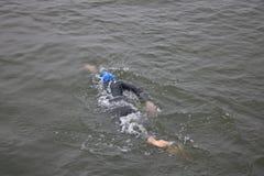 Sport van de triatlon triathlete zwemt de gezonde oefening Royalty-vrije Stock Foto