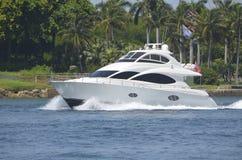 Sport Vissersboot voor de betere inkomstklasse Stock Fotografie