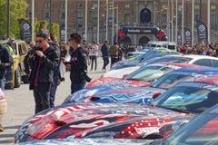 Sport-voitures rapides avant le début de l'événement public Gumball 30 Photo libre de droits