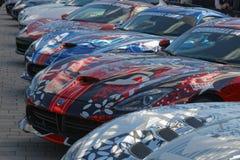 Sport-voitures rapides avant le début de l'événement public Gumball 30 Photos libres de droits
