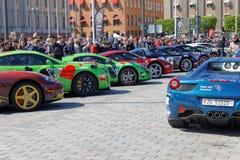 Sport-voitures rapides avant le début de l'événement public Gumball 30 Images libres de droits