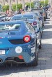 Sport-voitures rapides avant le début de l'événement public Gumball 30 Image stock