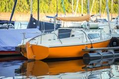 Sporta łódkowaty schronienie na jeziorze Obrazy Royalty Free