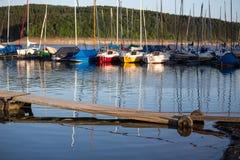 Sporta łódkowaty schronienie na jeziorze Obraz Stock