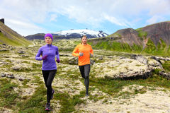 Sporta bieg - biegacze na przecinającym kraju wlec Obrazy Royalty Free