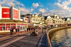 Sporta Dockside i baru nabrzeża panoramiczny widok na błękitnym chmurnym zmierzchu przy Jeziornym Buena Vista terenem fotografia royalty free