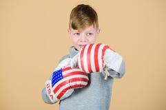 Sporta sukces Sportswear moda trening mały chłopiec bokser uderzać pięścią nokaut uwolnij umysł twojego Sprawności fizycznej diet fotografia stock