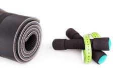Sporta wyposażenie dla sprawności fizycznej Dumbbells, metr Obrazy Royalty Free