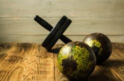 Sporta wyposażenie na drewnianym bacground Zdjęcie Stock