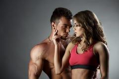 Sportar och förälskelse Attraktiva heterosexuella par Royaltyfri Foto