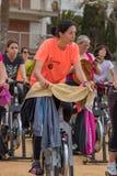 Sportar och vård- dag utomhus i Costa Brava i staden Palamos Roterande grupp 07 04 stad 2018 Palamos i Spanien Arkivbild